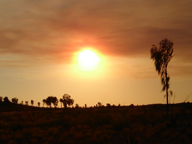 Sunset over the Australian outback: Uluru-Kata Tjuta National Park and UNESCO World Heritage Site, Northern Territory, Australia.